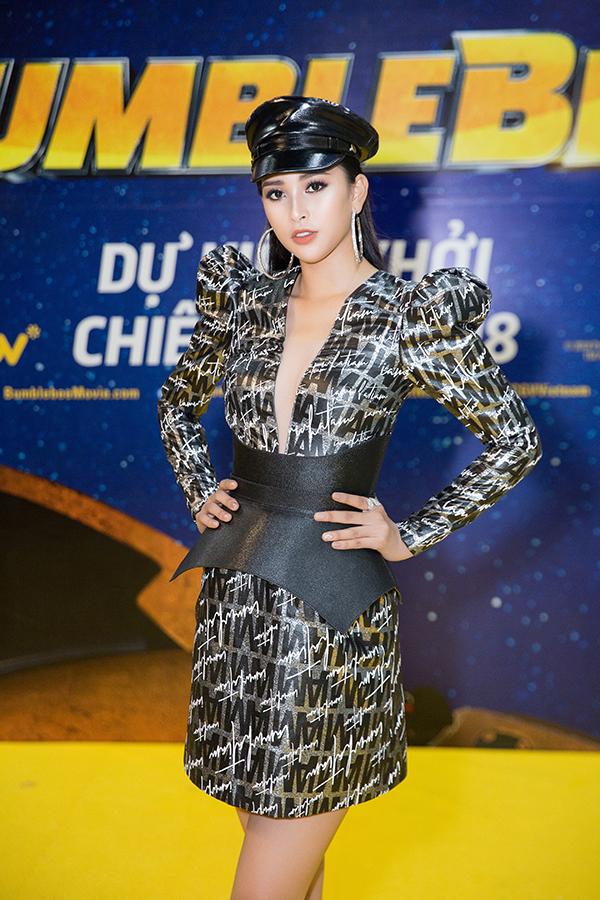 Hoa hậu Việt Nam 2018 gây bất ngờ với set đồ đen năng động, trẻ trung.