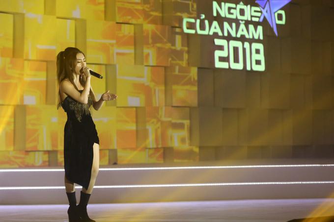 Thu Minh nóng bỏng trên sân khấu gala Ngôi sao của năm 2018