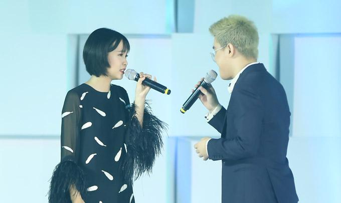Thu Minh nóng bỏng trên sân khấu gala Ngôi sao của năm 2018 - 2