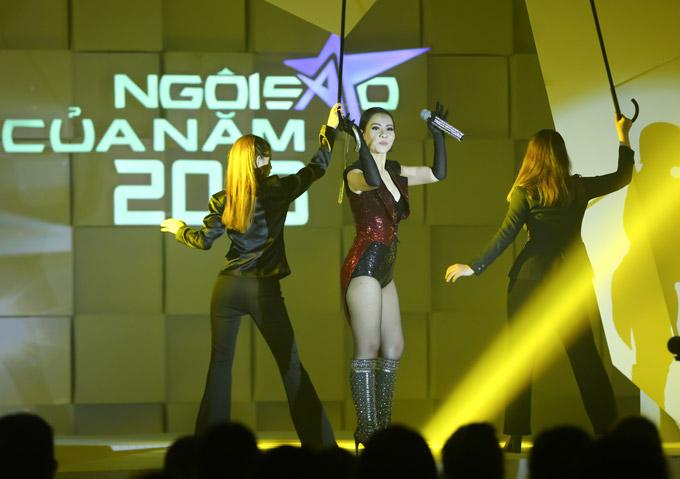 Thu Minh nóng bỏng trên sân khấu gala Ngôi sao của năm 2018 - 4