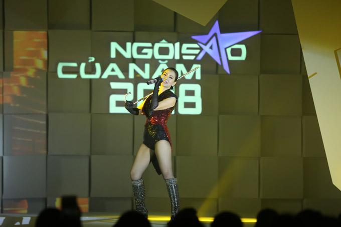 Thu Minh nóng bỏng trên sân khấu gala Ngôi sao của năm 2018 - 5