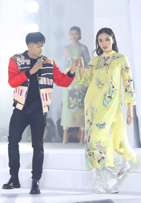 Thu Minh nóng bỏng trên sân khấu gala Ngôi sao của năm 2018 - 12