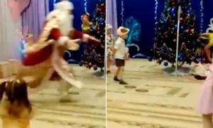 Ông già Noel đau tim khi đang vui đùa trong tiệc Giáng sinh
