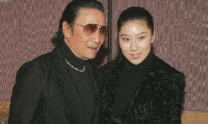 Bố Tạ Đình Phong tái hợp người tình Coco kém 49 tuổi