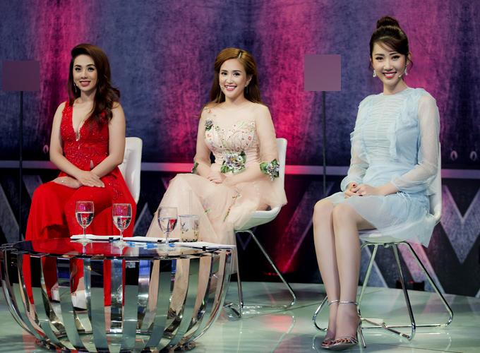 Từ trái qua: ca sĩ Lan Trinh, diễn viên Phương Hằng và Thúy Ngân được mời làm giám khảo chương trình Quý ông hoàn hảo. Họ vừa có buổi ghi hình ba số liên tiếp.