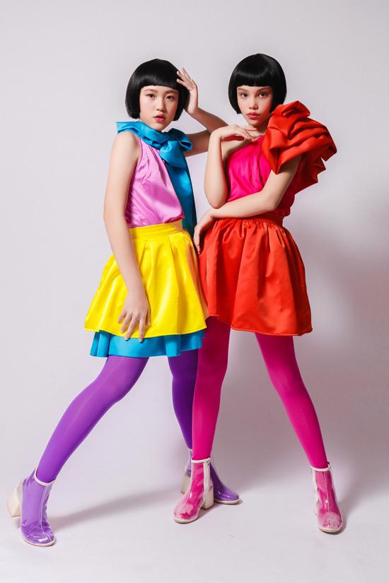 Lần đầu tiên sẽ có bộ sưu tập dành cho các cặp trẻ em sinh đôi. Bên cạnh dàn hoa hậu, người mẫu và diễn viên Việt Nam, ban tổ chức cũng tiết lộ thêm về sự xuất hiện của hai ngôi sao nổi tiếng đến từ Thái Lan và Trung Quốc.