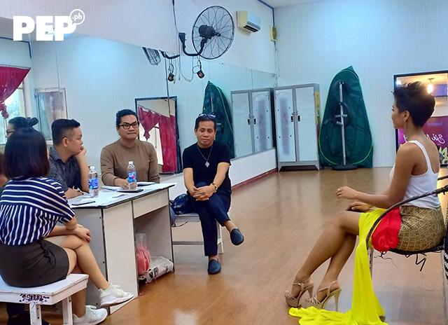 Hen chỉ có một tháng được các chuyên gia Philippines đào tạo nhưng cô đã học hỏi rất hanh.