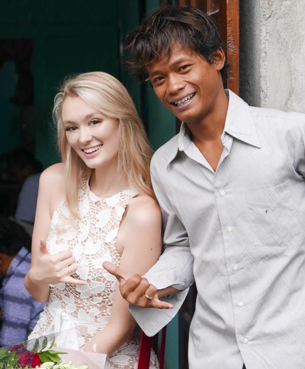 Vợ chồng Karna và Polly trong ngày cưới ở Magelang, Indonesia hôm 16/12. Ảnh: Instagram.