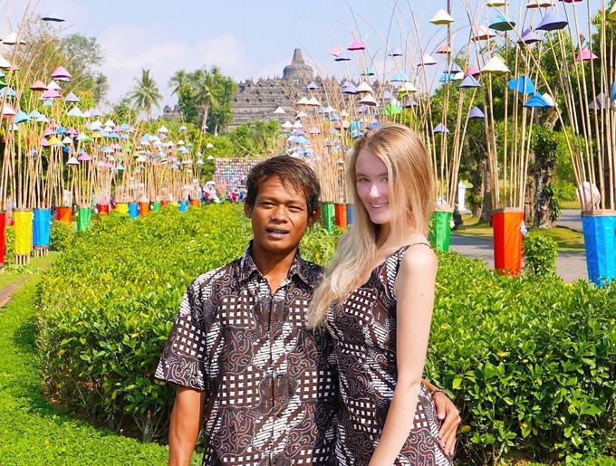 Karna và Polly đi tham quan Jawa Tengah,điểm du lịch nổi tiếng của Indonesia hồi tháng 7. Ảnh: Instagram.