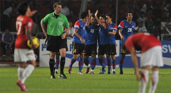 Thắng Malaysia 5-1 ở trận đấu vòng bảng nhưng Indonesia lại để thua Bầy hổ tới 0-3 ở chung kết lượt đi