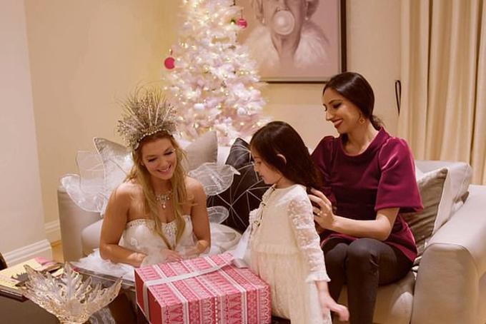 Chương trình đã ghé thăm mộtmột gia đình giàu có ở London. Tại đây, món quà mà bà mẹ Hegira dành cho cô con gái Halai nhân dịp Giáng sinh là chiếc nhẫn vàng 18-carat, gắn viên ngọc trai màu hồng hiếm có, xung quanh nhẫn đính thêm 5 viên kim cương nhỏ với tổng giá trị khoảng 40.000 bảng (hơn 1 tỷ VND).