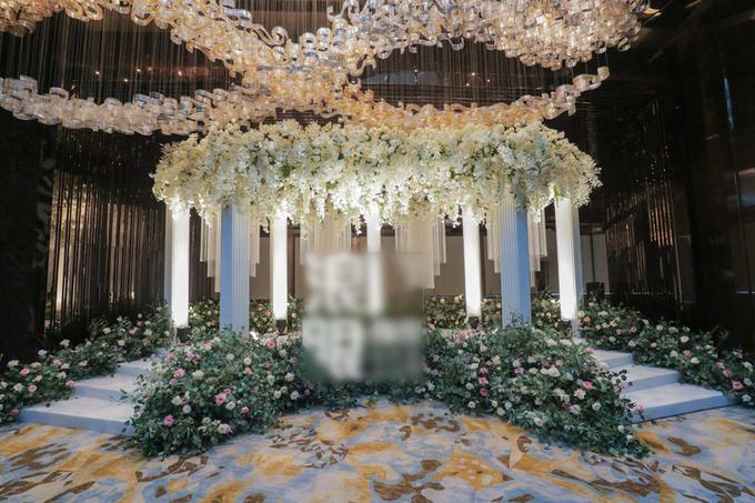 Không gian tiệc cưới ngập tràn hoa tươi của Chung Hân Đồng
