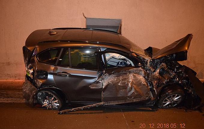 Chiếc xe bị hư hỏng nặng sau tai nạn. Ảnh: Facebook.