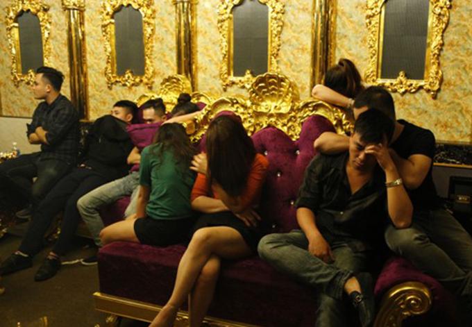 Một số thanh niên tại tiệc ma túy. Ảnh: C.A
