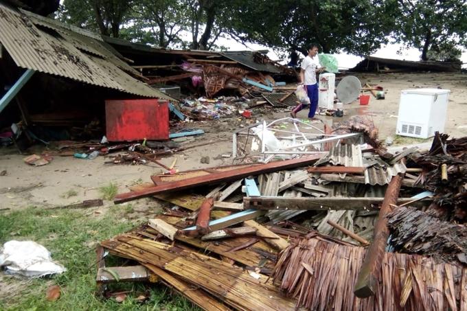 Hồi cuối tháng 9, những cảnh tượng tương tự, thậm chí hôi của của người dân Indonesia giữa thiên tai diễn ra. Động đất mạnh 7,5 độ khi ấykích hoạt sóng thần tạithành phố Palu, tỉnh Sulaweisi khiến hơn 2.000 người chết, thiệt hại kinh tế1,22 tỷ USD.