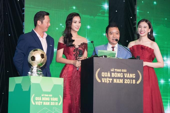 Hoa hậu Tiểu Vy gợi cảm vượt cả Hari Won ở lễ trao giải Quả bóng vàng - 1