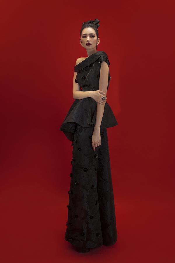 Bộ ảnh được thực hiện với sự hỗ trợ của creative directorNguyễn Hoàng Anh, nhiếp ảnhTang Tang, trang điểm và làm tóc Tùng Châu.