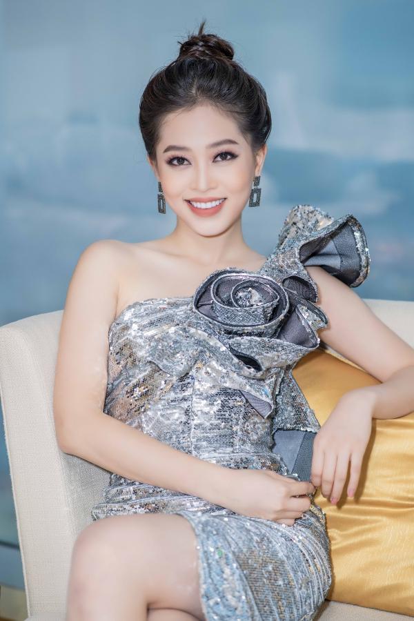 Tháng 10 vừa qua, Phương Nga dự thi Miss Grand International và lọt top 10 chung cuộc.