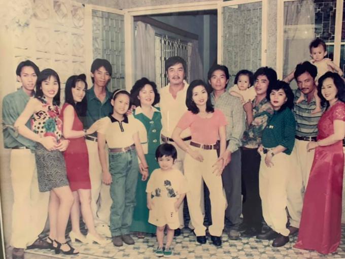 Phan Hiển (hàng đầu) khoe ảnh thời thơ ấu. Nhiều fan nhận xét Kubi giống hệt kiện tướng dance sport lúc nhỏ.