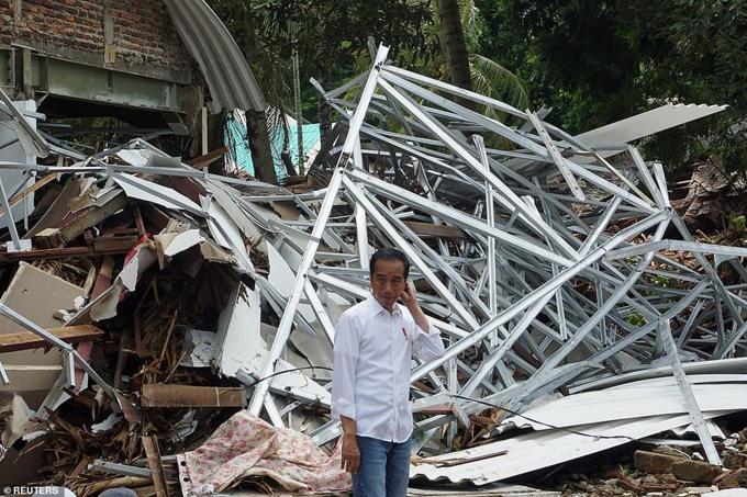 Tổng thống Indonesia Joko Widodothăm khu vực chịu ảnh hưởng hôm thứ hai, và thúc giục xây dựng một hệ thống cảnh báo.
