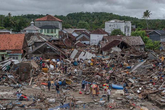 Khung cảnh cho thấy sức tàn phá của cơn sóng thần.