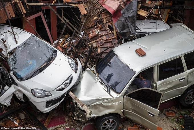 Đến nay, chưa có thông kê về thiệt hại kinh tế, khi con số thiệt mạng và thương vong liên tục được cập nhật, dự báo còn tăng. Cùng trong ngày 24/12, Indonesia liên tiếp thông báo 281 rồi 373 người chết.