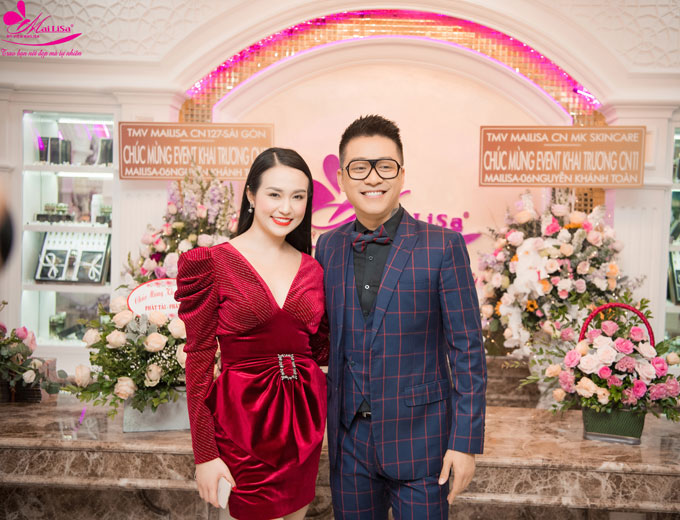 Ngày 23/12, vợ chồng Tuấn Hưng cùng xuất hiện tại buổi khai trương viện thẩm mỹ Mailisa cơ sở Nguyễn Khánh Toàn do vợ chồng doanh nhân Phan Thị Mai - Hoàng Kim Khánh làm chủ.