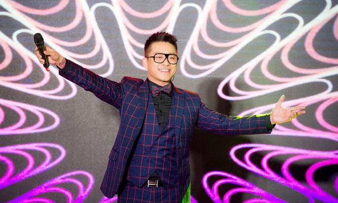 Tuấn Hưng đặc biệt hát tặng vợ chồng doanh nhân cũng là bạn thân thiết của anh bài hát mà Tuấn Hưng chưa từng biểu diễn.
