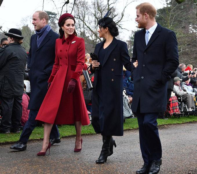 Kate và Meghan vui vẻ như bạn thân trong lễ Giáng sinh ở nhà thờ với Nữ hoàng
