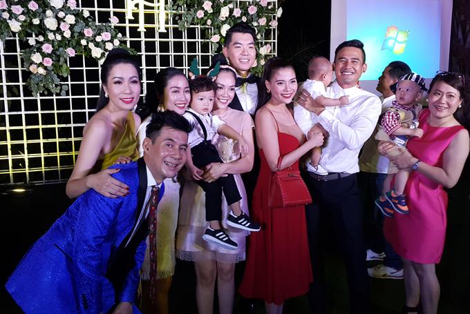 Sự kiện này còn có Á hậu Trịnh Kim Chi và khoảng 60 nghệ sĩ tham dự.