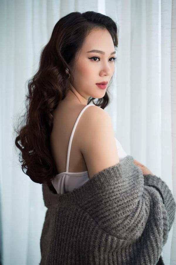 Từ khi kết hôn với thiếu gia Bình Dương vào năm 2013, cô rời bỏ showbiz để toàn tâm, toàn ý vun vén cho tổ ấm. Cô chuyển ra Hà Nội làm dâu và bắt đầu công việc trong tập đoàn kinh tế của gia đình chồng.