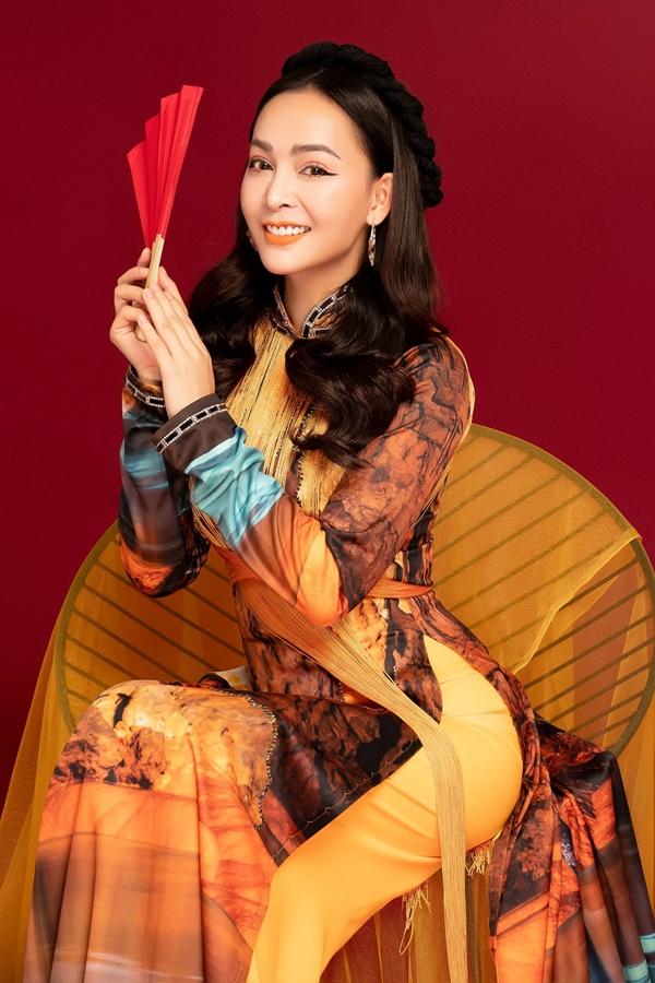 Nữ ca sĩ chọn thiết kế tông màu hồng, xanh nhạtgiúp bản thânnổi bật,duyên dáng và phù hợp với không khí của mùa xuân.