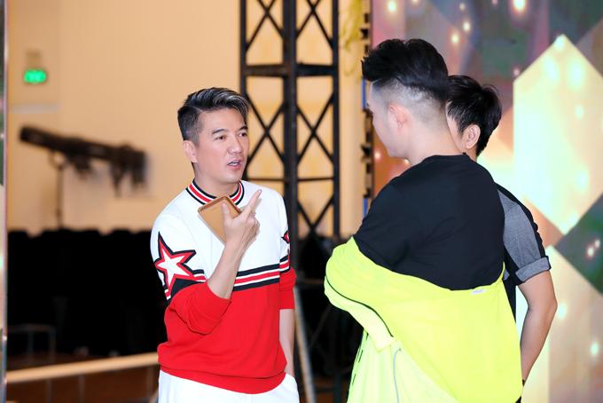 Phương Khánh, Đàm Vĩnh Hưng nhiệt tình tập catwalk cùng mẫu nhí - 2