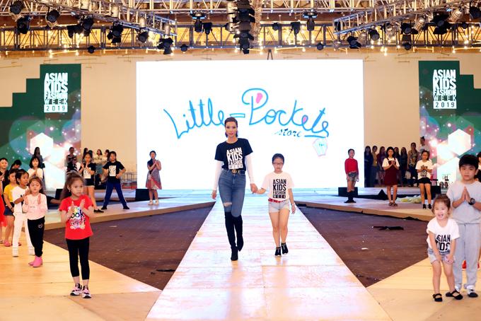 Phương Khánh, Đàm Vĩnh Hưng nhiệt tình tập catwalk cùng mẫu nhí