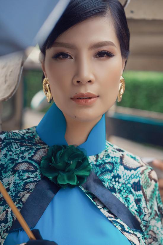 Võ Việt Chung tâm đắc, cựusiêu mẫu Vũ Cẩm Nhung đã thể hiện được trọn vẹn tinh thần và ý tứ mà bộ sưu tậpnày muốn truyền tải.