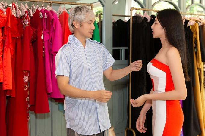 Top 5 Hoa hậu Việt Nam 2018 Thùy Tiên được đàn anh tư vấn chọn cho những thiết kế phù hợp tôn dáng. Show diễn của Lý Quí Khánh sẽ được tổ chức vào ngày 8/1 tại TP HCM.