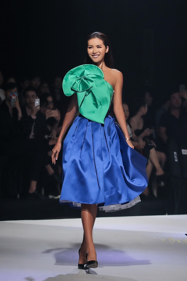 Chương trình Asian Kid Fashion Show 2019 quy tụ dàn hoa hậu, người đẹp trình diễn. Hoa hậu châu Á Siêu quốc gia 2018 Minh Tú
