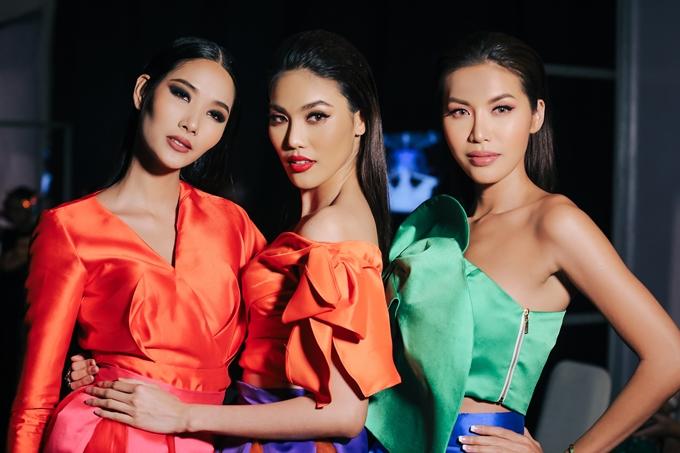 Hơn một năm sau The Face 2017, bộ ba huấn luyện viên Hoàng Thùy - Lan Khuê - Minh Tú mới hội ngộ và cùng nhau đảm nhận vai trò vedette trong bộ sưu tập của nhà thiết kế Thanh Huỳnh.