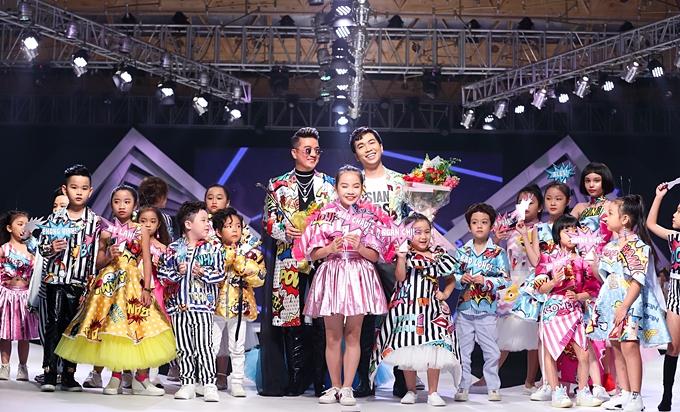 Asian Kids Fashion Show 2019 vừa diễn ra vào tối 26/12 tại TP HCM. Chương trình bắt đầu từ năm 2017 với ba lần tổ chức với mong muốngóp phần thúc đẩynền công nghiệp thời trang trẻ emtrong nước phát triển hội nhập với khu vực và thế giới.