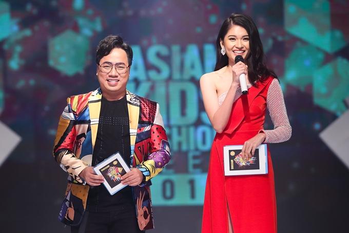 Tùng Leo - Á hậu Thùy Dung đảm nhận vai trò MC song ngữ tại sự kiện. Đây là lần thứ 3 cả hai kết hợp cùng nhau dẫn dắt Asian Kids Fashion Show.
