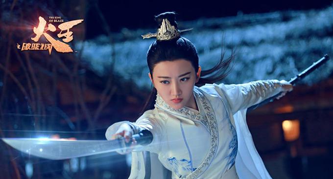 Từng nhiều lần có cơ may tham gia các bom tấn Hollywood, Cảnh Điềm khi trở về quê nhà Trung Quốc vẫn là một diễn viên không được đánh giá cao. Trong phim Hỏa vương, cô bị nhận xét là diễn cứng như tượng, nữ chính nhưng biểu hiện mờ nhạt hơn cả dàn nữ phụ xung quanh.