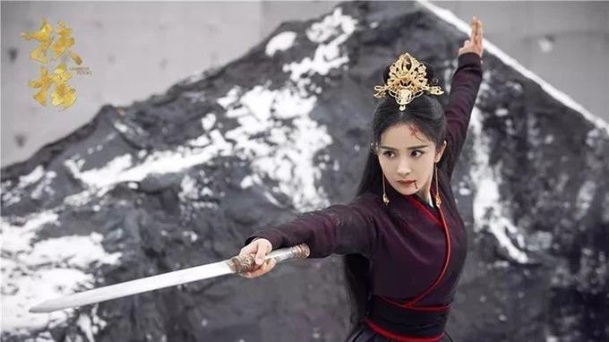 Với kinh nghiệm diễn xuất hơn 10 năm, Dương Mịch chưa bao giờ được công nhận là một diễn viên thực lực, dù cô nỗ lực tham gia nhiều dòng phim khác nhau. Trong hai phim truyền hình Hoàng hậu Phù Dao, Quan đàm phán cùng phim điện ảnh Bảo bối nhi, nữ diễn viên đều bị chê hết lời vì diễn xuất nhạt nhòa.
