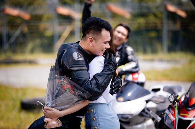 Vì yêu Khắc Việt, cô tiểu thư thường xuyên cãi vã, chống đối cha. Cô thậm chí còn bỏ nhà ra đi để đến với người tình.