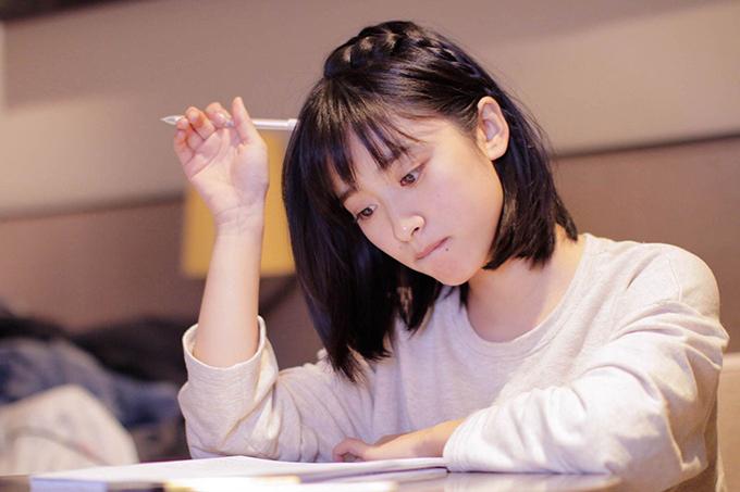 Thẩm Nguyệt từng là cái tên gây sốt khi đóng vai nữ chính trong phim Gửi tuổi thanh xuân đơn thuần của chúng ta. Tuy nhiên sang tới tác phẩm thứ hai - bản làm lại của Vườn sao băng, cô gây thất vọng hoàn toàn vì diễn xuất thiếu bứt phá, biểu cảm khô khan, cường điệu. Cộng thêm tạo hình có phần bị dìm hàng trong phim này, Thẩm Nguyệt càng khó lòng vượt qua cái bóng thành công của Từ Hy Viên, Goo Hye Sun - hai đàn chị từng nổi tiếng với vai nàng Cỏ của Vườn sao băng các phiên bản trước.
