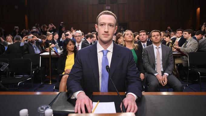 Lần hiếm hoi Zuckerberg mặc vest vì phải điều trần trước Quốc hội. Ảnh: Market Watch.