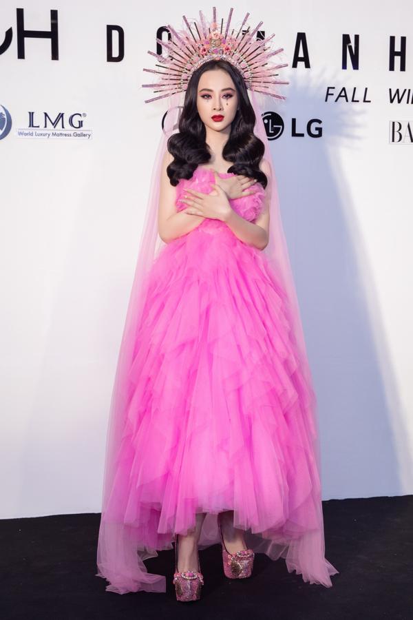 Angela Phương Trinh mượn cảm hứng trang điểm từ Lily Collins