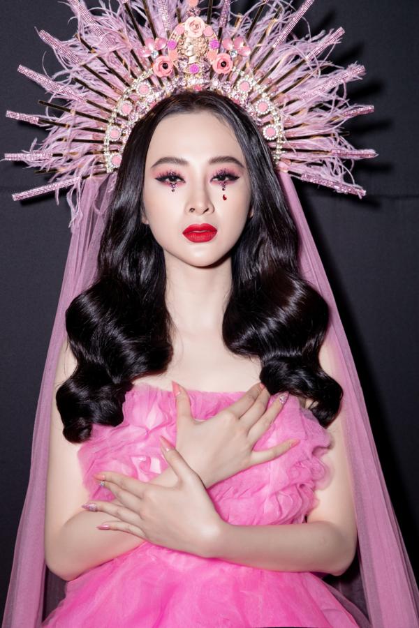 Angela Phương Trinh mượn cảm hứng trang điểm từ Lily Collins - 1