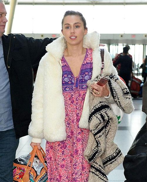 Miley đeo lại nhẫn đính hôn, mua nhà ở thành phố biển Malibu để chuyển đến sống cùng Liam. Từ đây, cô bắt đầu cuộc sống mới bình lặng, không còn những trang phục gây sốc hay những màn trình diễn nóng mắt trên sân khấu.