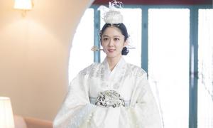 Phim Jang Nara làm hoàng hậu gây 'bão' màn ảnh Hàn