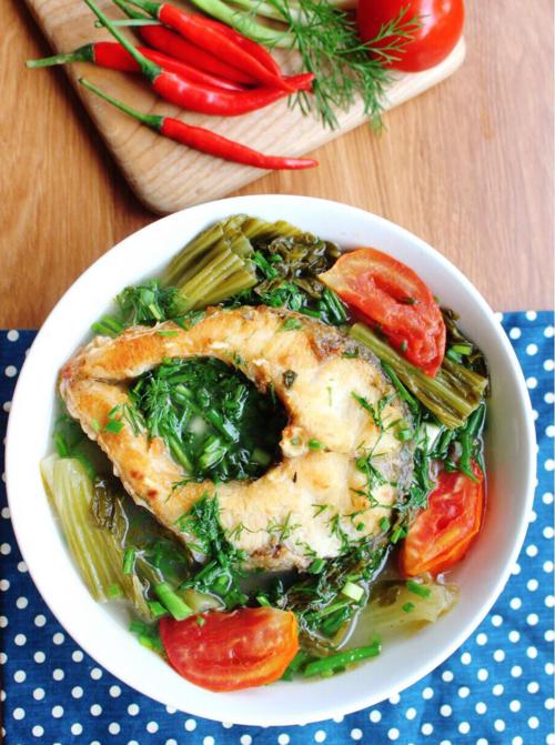 Canh cá nấu dưa chua nóng hổi cho ngày trở lạnh